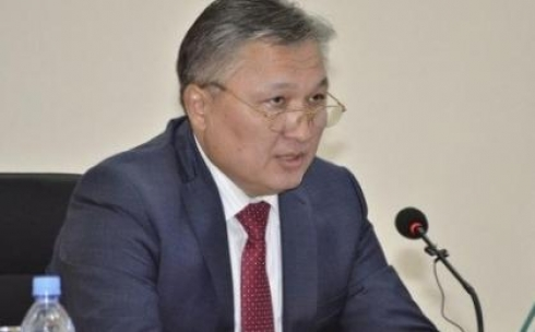Mежду футбольными клубами и учителями аким Карагандинской области выбрал учителей