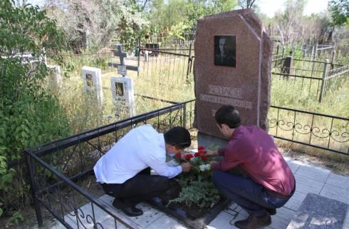 В Караганде молодые офицеры КНБ почтили память ветеранов