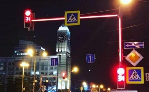 В Караганде приступают к установке светофоров со светящимися опорами