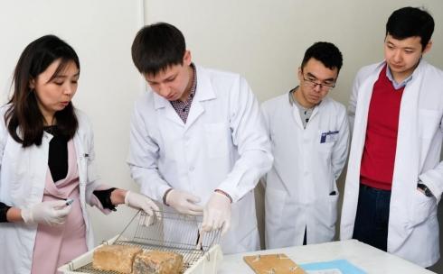 В медицинском университете Караганды провели конференцию в честь юбилея Сергея Лохвицкого
